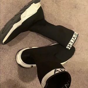 balenciaga black /white shoes/unisex
